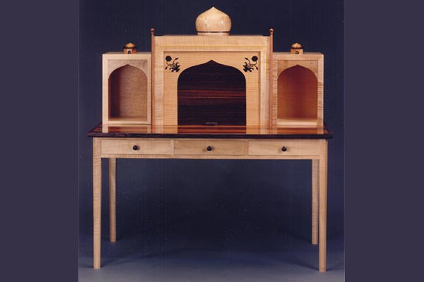 Taj desk.